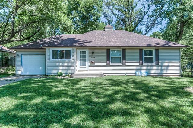 10506 W 88 Terrace, Overland Park, KS 66214 (#2110815) :: Edie Waters Network
