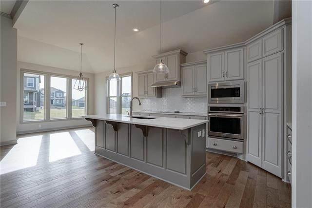 108 SE Riley Street, Blue Springs, MO 64064 (#2111787) :: Team Real Estate