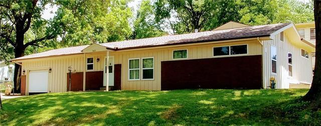 5601 N Colrain Avenue, Kansas City, MO 64151 (#2115637) :: Edie Waters Network