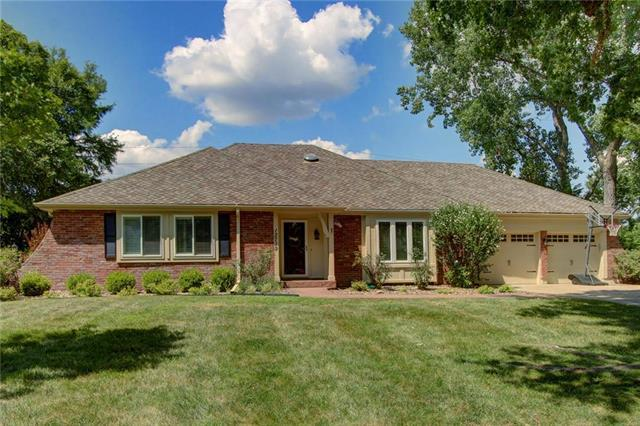 12719 Overbrook Road, Leawood, KS 66209 (#2118022) :: Char MacCallum Real Estate Group