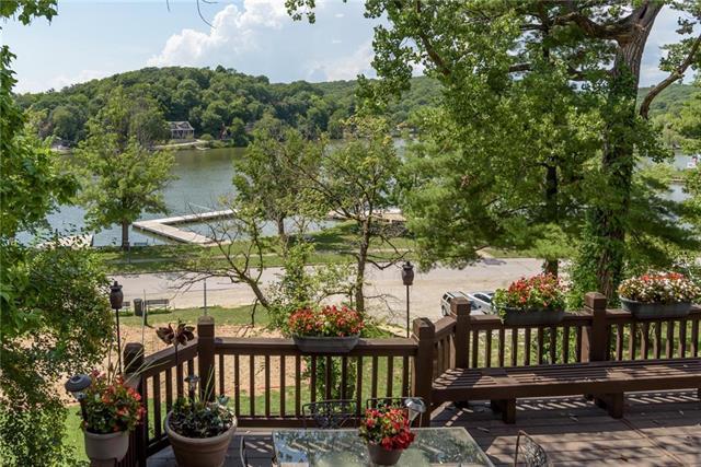 406 Lake Forest Drive, Bonner Springs, KS 66012 (#2119850) :: Char MacCallum Real Estate Group