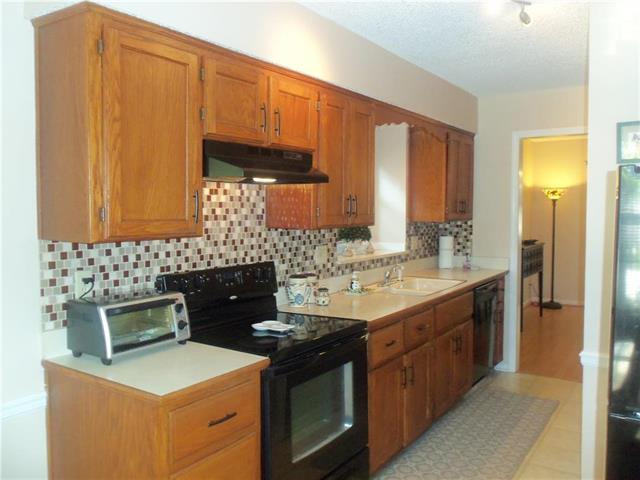 11641 W 113Th Street, Overland Park, KS 66210 (#2124184) :: Edie Waters Network
