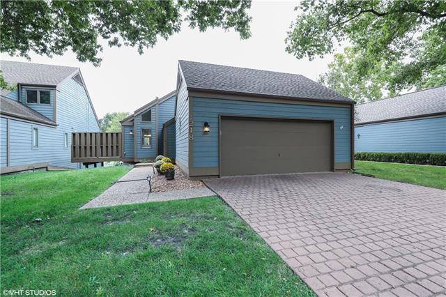 218 Lakeside Drive, Liberty, MO 64068 (#2127683) :: Char MacCallum Real Estate Group