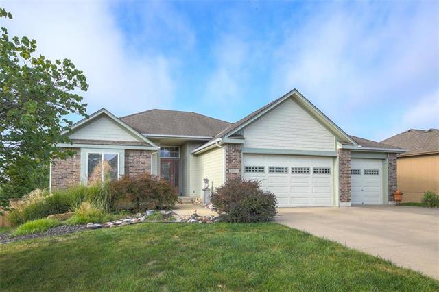 1515 Cove Drive, Raymore, MO 64083 (#2130736) :: Char MacCallum Real Estate Group