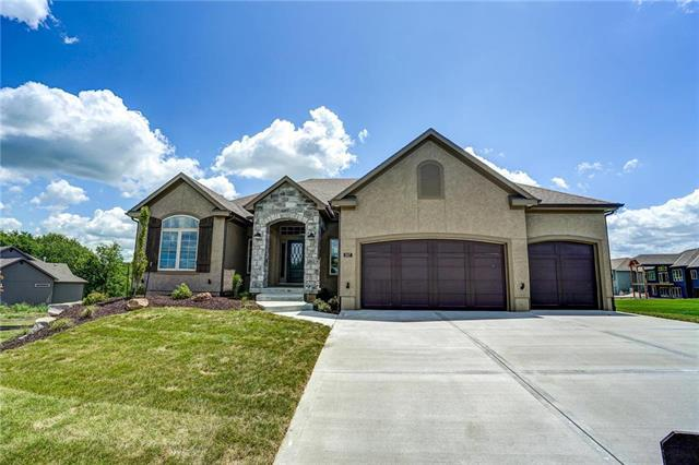 807 Hampstead Drive, Raymore, MO 64083 (#2132348) :: Kansas City Homes