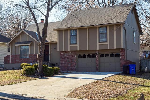 13202 Eastern Avenue, Grandview, MO 64030 (#2134264) :: House of Couse Group