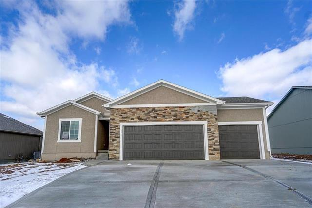 117 SW Wind Garden Circle, Blue Springs, MO 64064 (#2134640) :: House of Couse Group