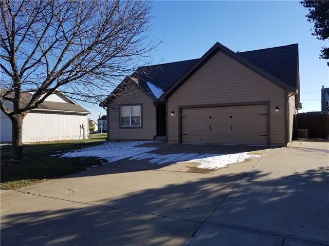 921 E Pumpkin Ridge Street, Gardner, KS 66030 (#2138601) :: Char MacCallum Real Estate Group