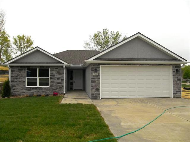 904 Highland Street, Pleasant Hill, MO 64080 (#2141068) :: House of Couse Group