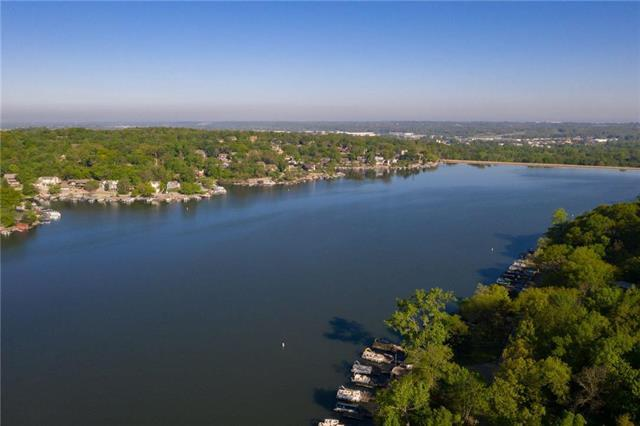 477 Lakeshore East Drive, Lake Quivira, KS 66217 (#2141266) :: Team Real Estate
