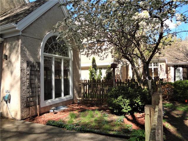 9807 W 121 Street, Overland Park, KS 66213 (#2141584) :: House of Couse Group