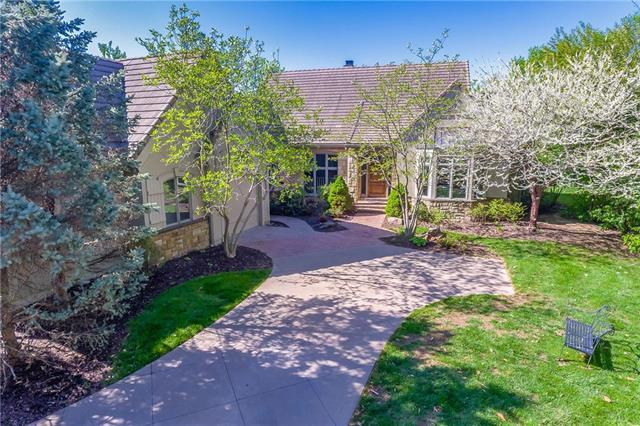 11365 Buena Vista Street, Leawood, KS 66211 (#2154962) :: House of Couse Group