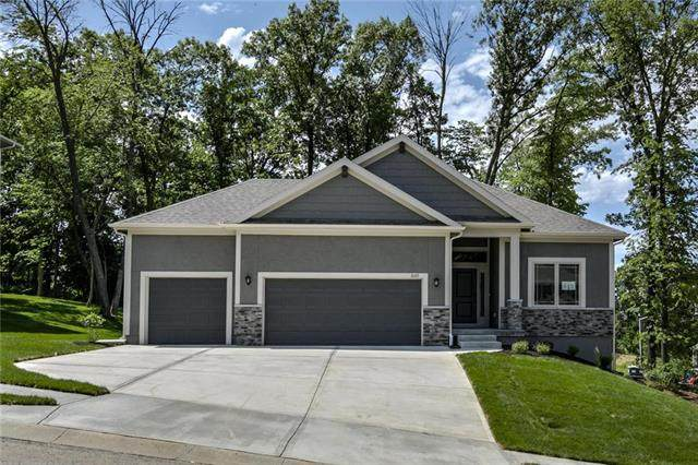 1605 NW 59th Street, Kansas City, MO 64118 (#2154997) :: House of Couse Group