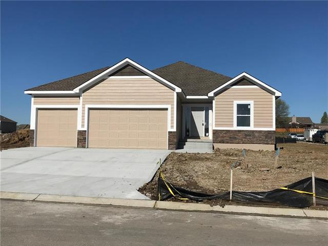 1808 NW Tayler Court, Grain Valley, MO 64029 (#2155771) :: House of Couse Group