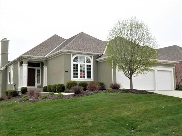 11684 S Carriage Road, Olathe, KS 66062 (#2156692) :: House of Couse Group