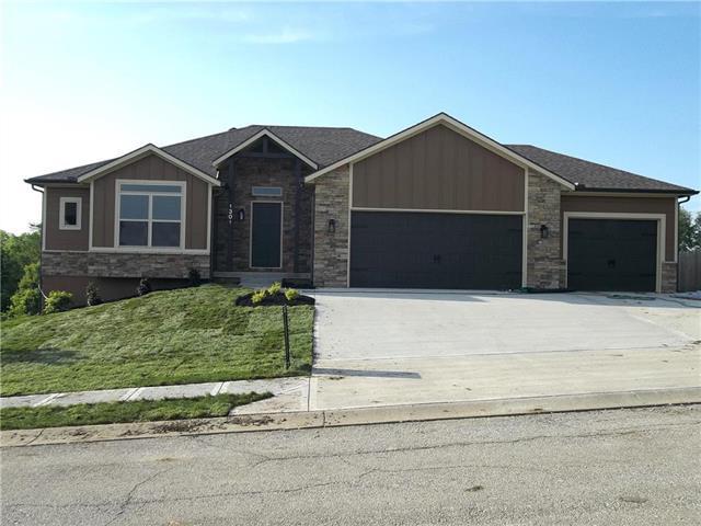 1301 Ridge Tree Lane, Pleasant Hill, MO 64080 (#2157299) :: Eric Craig Real Estate Team