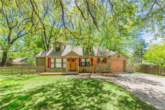 3231 Somerset Drive, Prairie Village, KS 66206 (#2160805) :: House of Couse Group