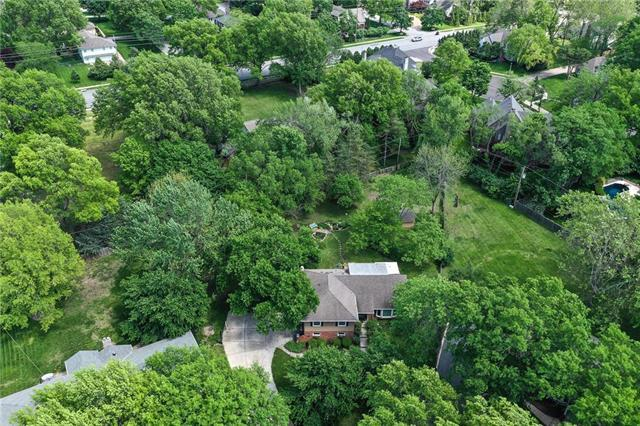 3939 W 100th Place, Overland Park, KS 66207 (#2161552) :: House of Couse Group