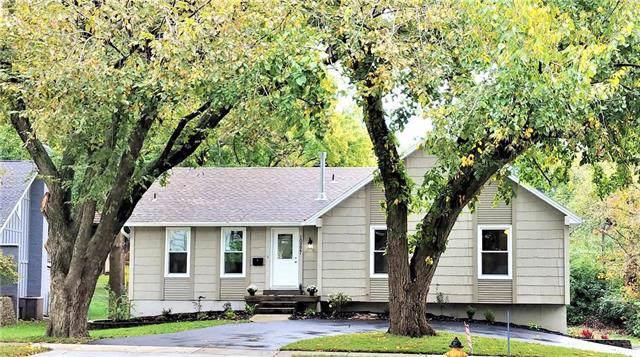 10227 Roe Avenue, Overland Park, KS 66207 (#2194387) :: Team Real Estate