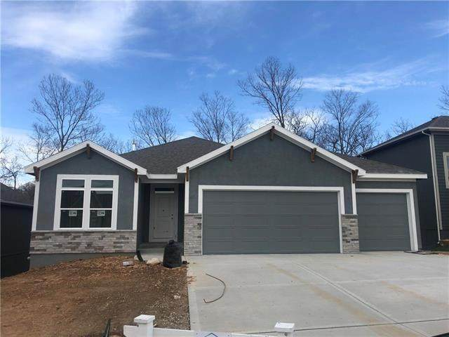 8333 Laramie Street, De Soto, KS 66018 (#2207273) :: Audra Heller and Associates