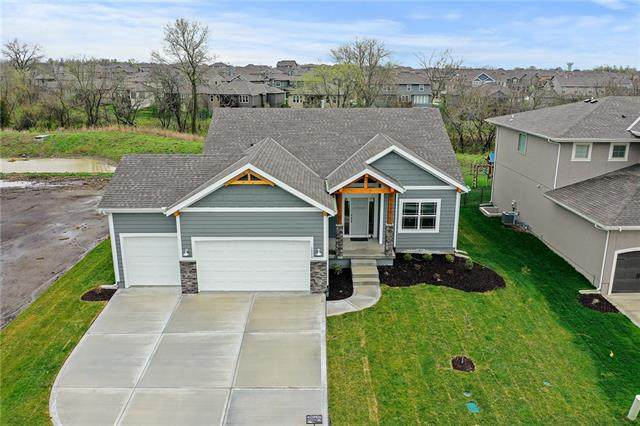 1524 SW Georgetown Drive, Lee's Summit, MO 64082 (MLS #2240084) :: Stone & Story Real Estate Group