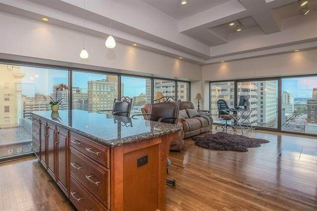1101 Walnut #803 Street, Kansas City, MO 64106 (#2302583) :: The Gunselman Team