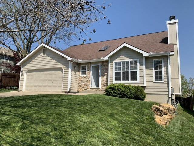 2504 Via Linda Drive, Lawrence, KS 66047 (#2312175) :: Team Real Estate