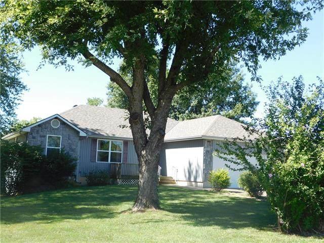 2 SE 140th Road, Warrensburg, MO 64093 (#2313956) :: Austin Home Team