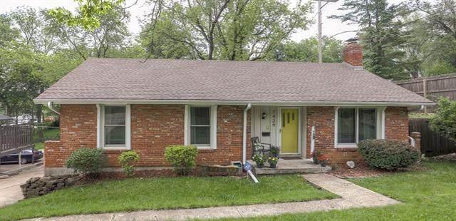 7429 Briar Street, Prairie Village, KS 66208 (#2322835) :: Dani Beyer Real Estate
