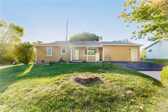 939 S Sunset Drive, Olathe, KS 66061 (#2348121) :: Five-Star Homes