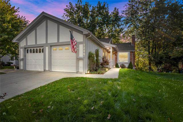 7244 Mastin Street, Merriam, KS 66203 (#2349372) :: Tradition Home Group | Compass Realty Group