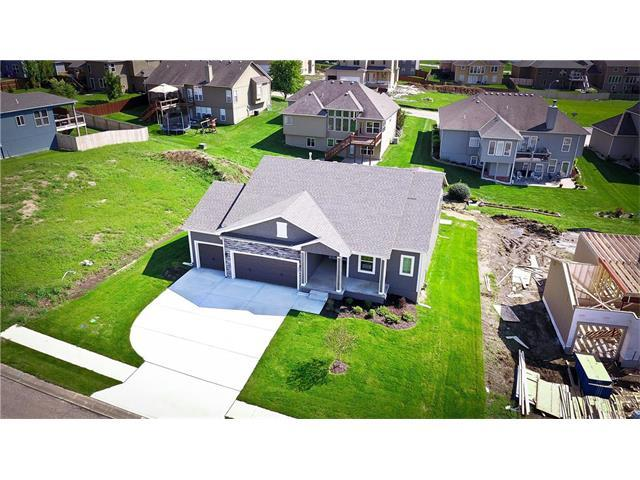 419 Meadowlark Drive, Raymore, MO 64083 (#2026230) :: Edie Waters Team
