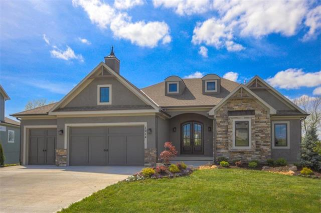 1014 Bridgeshire Drive, Raymore, MO 64083 (#2035869) :: Char MacCallum Real Estate Group