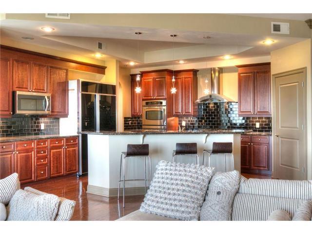 3810 N Mulberry Drive #302, Kansas City, MO 64116 (#2052319) :: Carrington Real Estate Services
