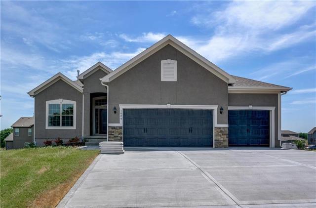 1029 NE Copperwood Drive, Lee's Summit, MO 64086 (#2072163) :: Char MacCallum Real Estate Group