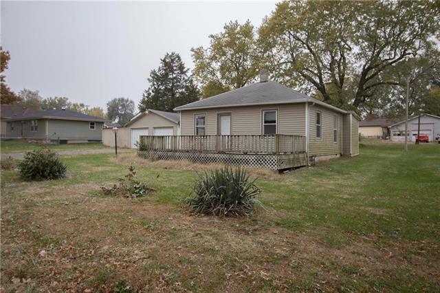 404 Park Street, Lathrop, MO 64465 (#2076765) :: Edie Waters Network