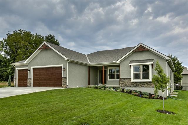 825 Evergreen Street, Basehor, KS 66007 (#2078055) :: No Borders Real Estate