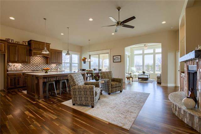 2307 W 179th Terrace, Overland Park, KS 66085 (#2103847) :: The Shannon Lyon Group - ReeceNichols