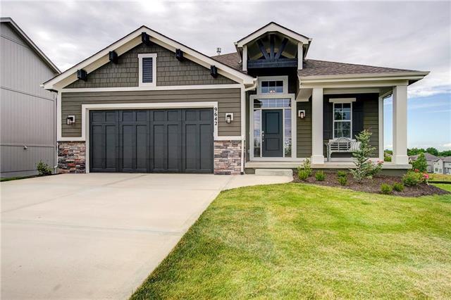 9642 Brockway Street, Lenexa, KS 66220 (#2108034) :: Eric Craig Real Estate Team