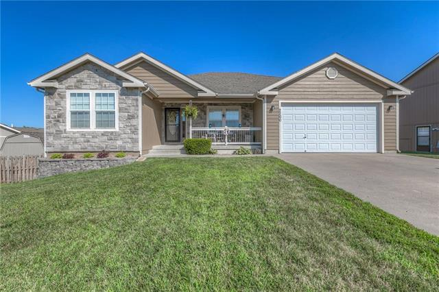 2200 Valley View Drive, Tonganoxie, KS 66086 (#2113185) :: Edie Waters Network