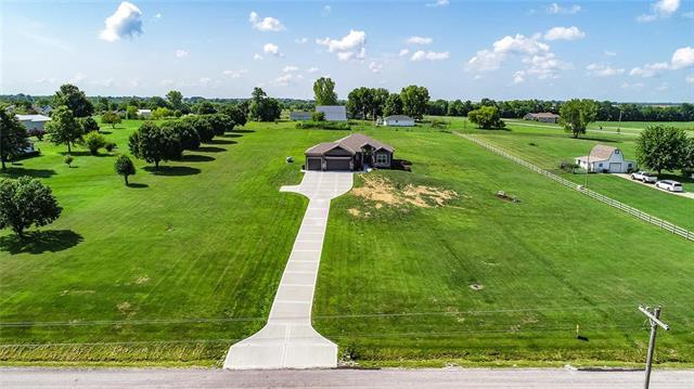 19205 E 215th Street, Harrisonville, MO 64701 (#2121434) :: Edie Waters Network