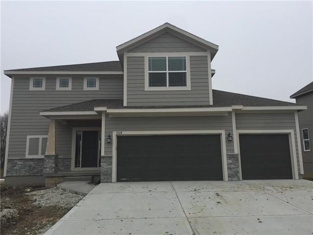 1228 N 133rd Terrace, Kansas City, KS 66109 (#2126799) :: House of Couse Group