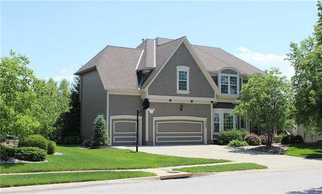 2523 NE Lake Breeze Drive, Lee's Summit, MO 64086 (#2133249) :: Team Real Estate