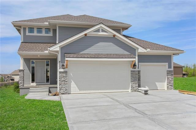 8502 N Elmwood Court, Kansas City, MO 64156 (#2134976) :: House of Couse Group