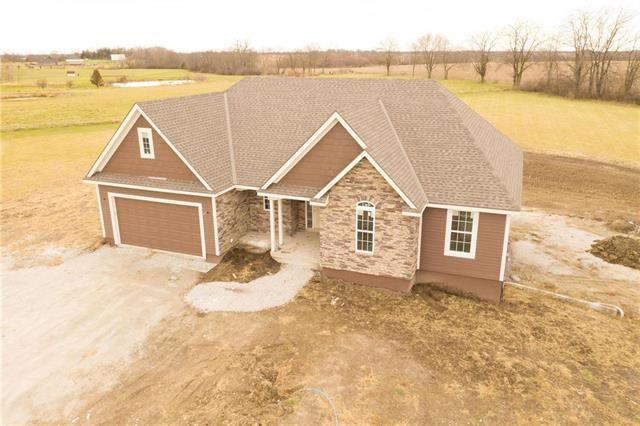 4886 SE Fox Run Road, Lathrop, MO 64465 (#2137434) :: Edie Waters Network