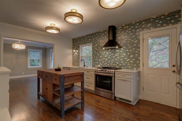 2025 W 48th Terrace, Westwood Hills, KS 66205 (#2137852) :: Edie Waters Network