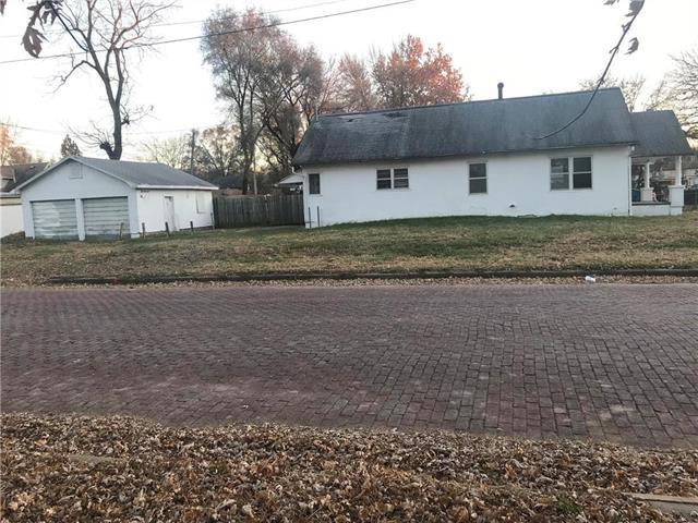 1203 S 37th Street, Kansas City, KS 66106 (#2139652) :: House of Couse Group