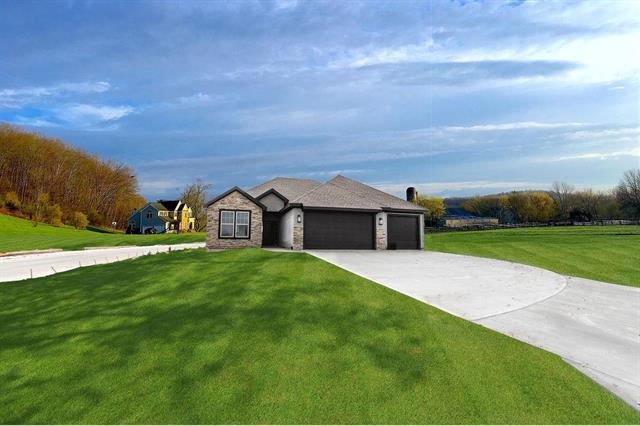 31401 W 83rd Circle, Desoto, KS 66018 (#2144821) :: House of Couse Group