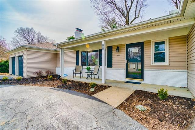 1001 W 96th Street, Kansas City, MO 64114 (#2147767) :: House of Couse Group
