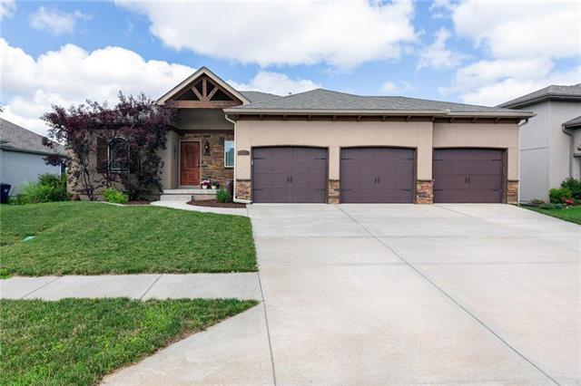 2119 NE Sparta Drive, Blue Springs, MO 64029 (#2151806) :: Eric Craig Real Estate Team